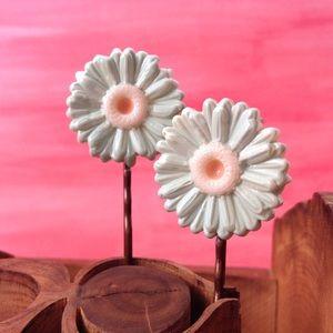 Pale Mint Daisy Bobbies w/ Cream & Peach Centers